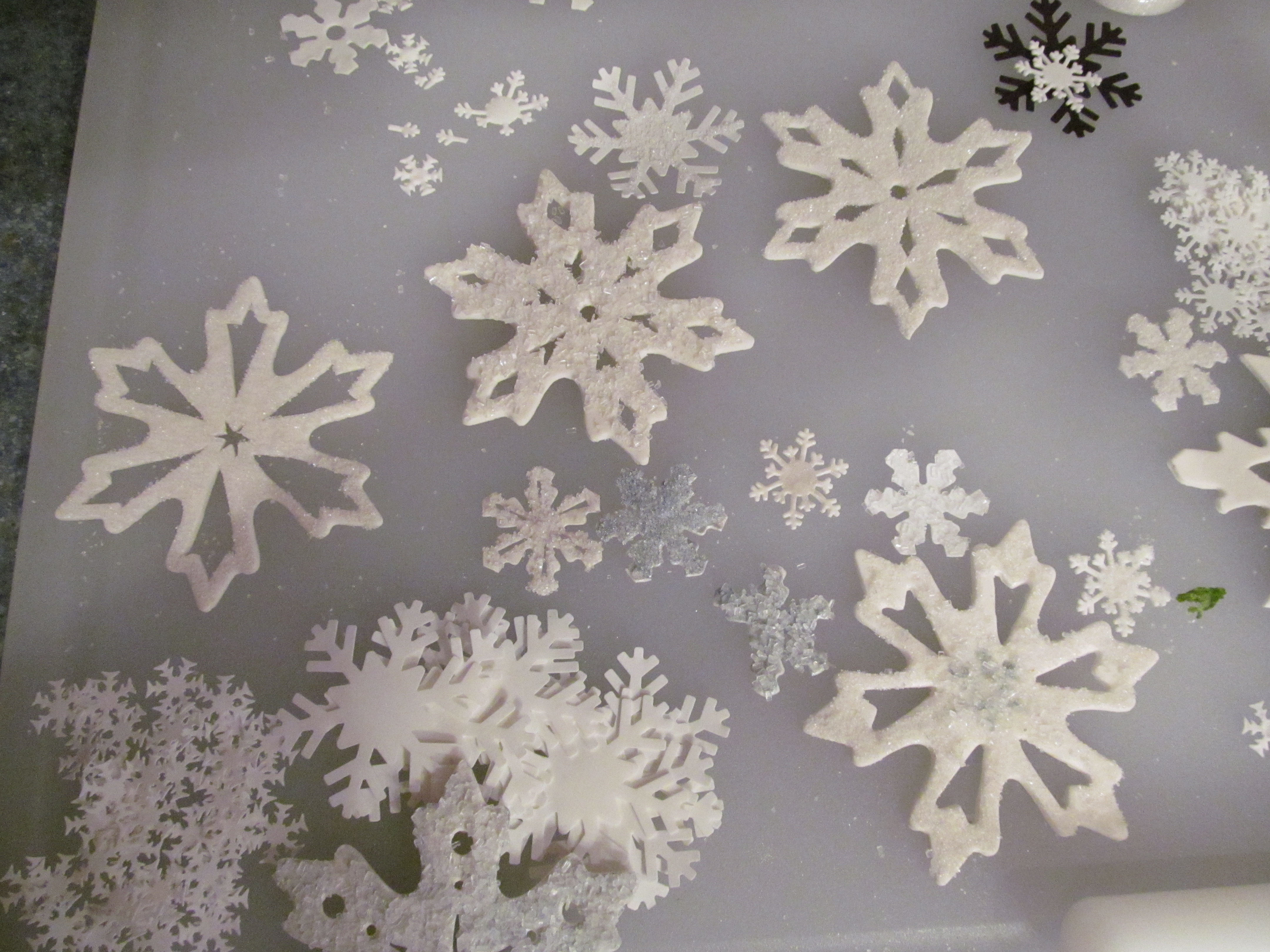 how to make snowflakes out of fondant
