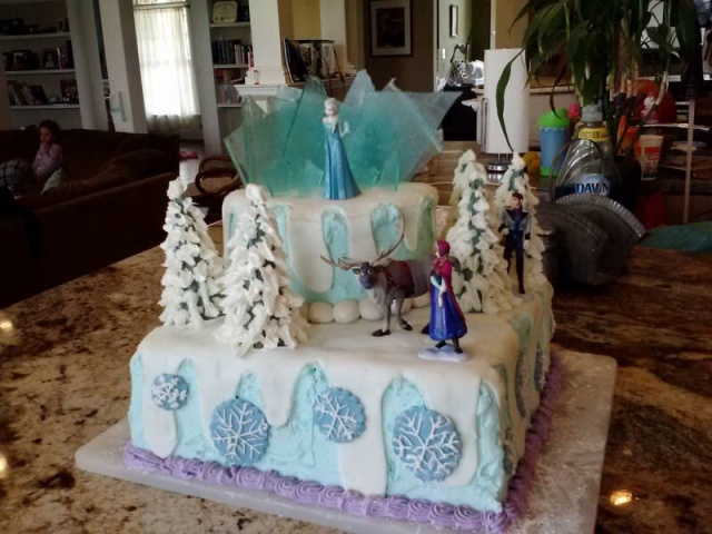 For her daughter's 8th birthday, Erin created this Frozen cake!
