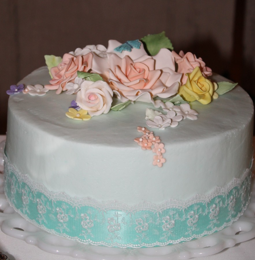 wedding cake ribbon lace roses