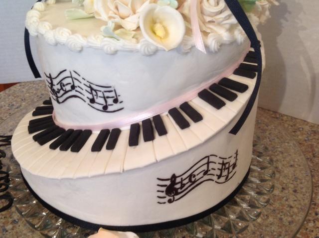 music staff piano keyboard cake